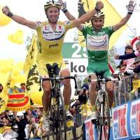 Italian rider Simoni celebrates as he crosses the finish line after the 17th stage of Giro d'Italia at Monte Zoncolan